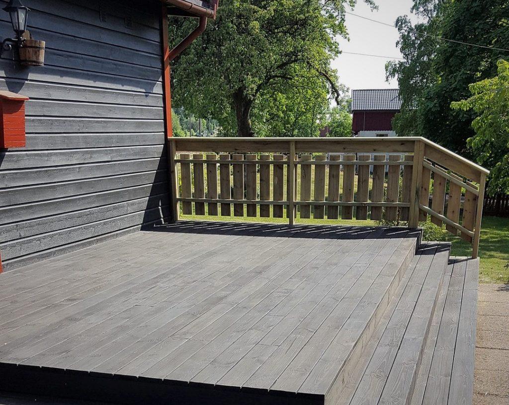 vedlikeholdsfri terrasse med shou sugi treverk